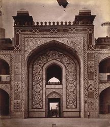 Close view of central arch of entrance gateway of Akbar's Tomb, Sikandra, Agra.